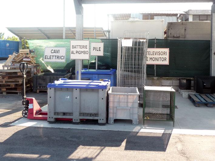 contenitori batterie, pile, cavi elettrici